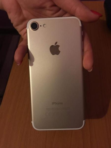 Apple 7 Gold 32 gb втора употреба. Цена 800 лв. Хасково